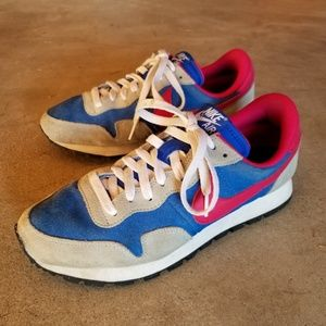 Nike air women suede sneaker Size 10 KS on the hil